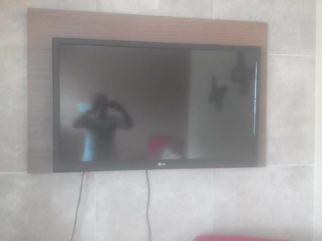 Vendo TV LG LCD bem conservada 42 polegadas