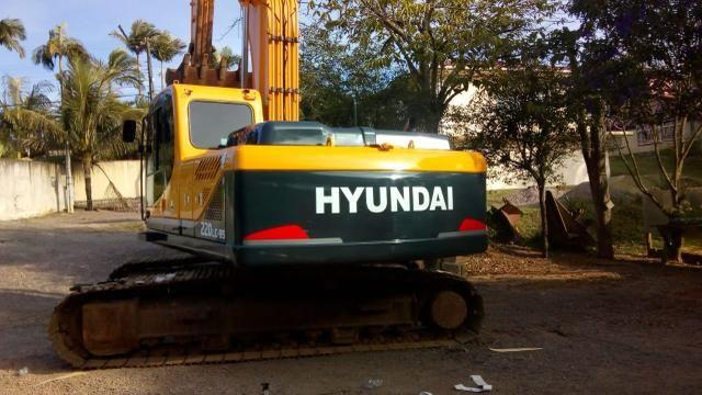 Escavadeira hyundai 220 lc-9 - Foto 2