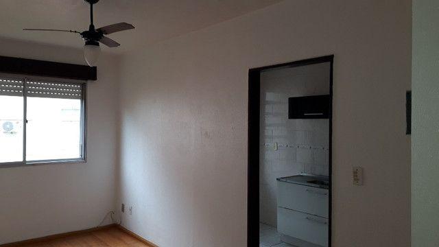 Apartamento para venda semimobiliado com 1 dormitório - direto com proprietário - Foto 2