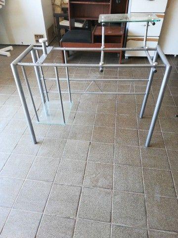 Biro em alumínio e vidro