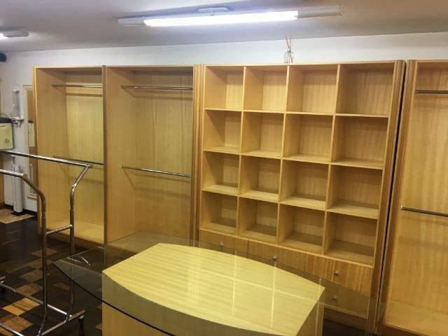 Móveis de marcenaria para loja de confecções em marfim - Foto 3