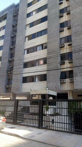 Aluga-se apartamento na ponta verde