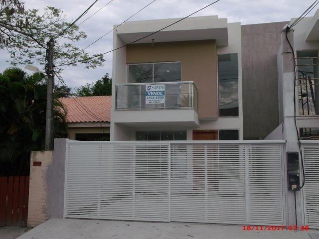 Casa de 132 m² com 3 suítes e 2 vagas em Piratininga