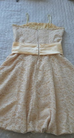 Vendo Vestido Infantil de renda amarelo bebê com detalhes em pérola e faixa de cetim. - Foto 3