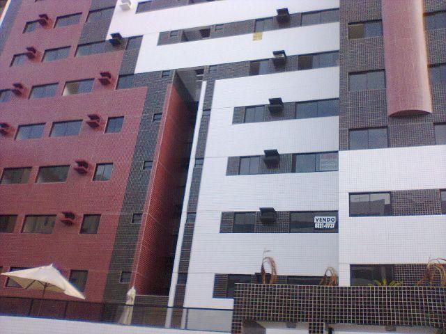 Apartamento 02 quartos c/ armários na Ponta Verde