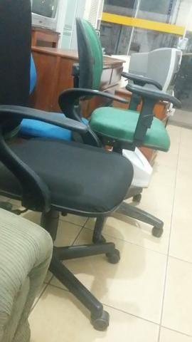Compro cadeira de escritório quebrada.