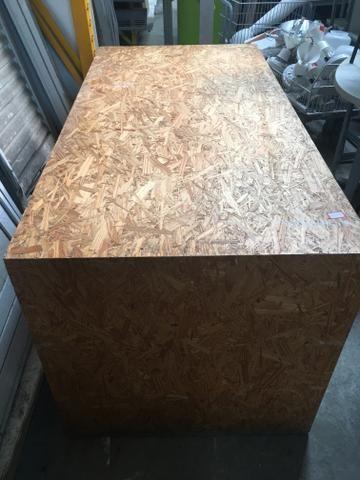 Mesa de madeira maciça!!!! Ótimo estado de conservação