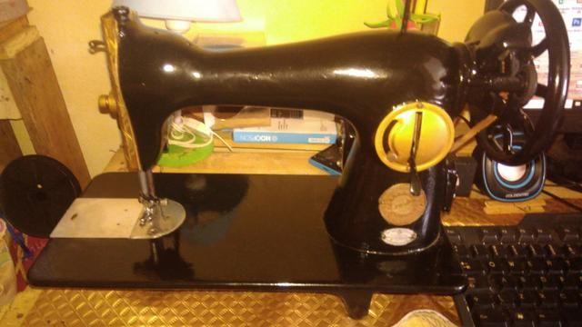 Maquina Reta zerada com motor - Foto 2