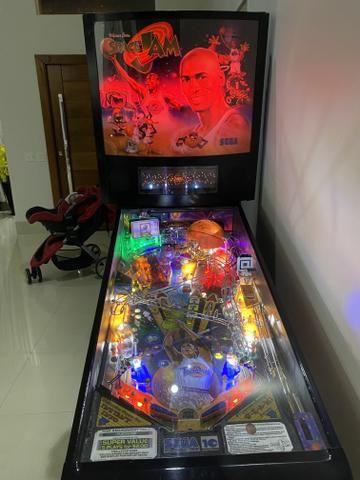 Pinball space jam