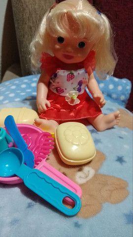 Uma boneca que fala e essas roupinhas usadas  - Foto 2