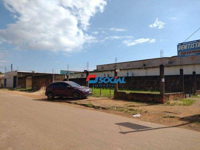 Terreno Comercial de Esquina para Locação em Localização Privilegiada, Av. Jatuarana (100m