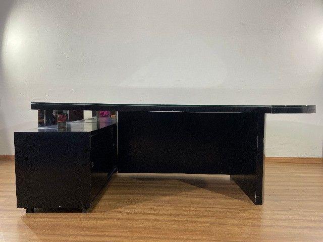 Mesa balcão em L para recepção tampo de vidro - Foto 4
