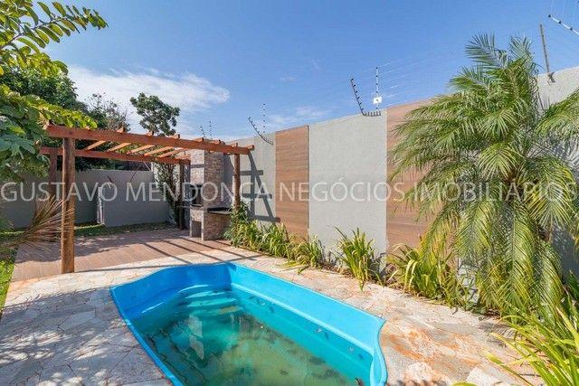 Casa térrea no Rita Vieira 1 toda reformada, com piscina e no asfalto! - Foto 2