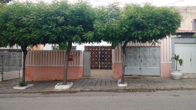 Casa na melhor localização da cidade de Patos - PB