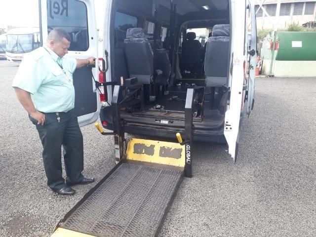 Van Adpatada para transporte cadeirante - Foto 2