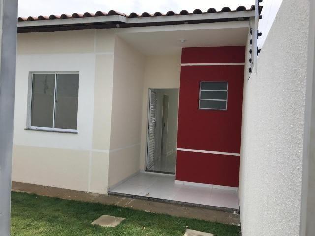 Casa 2/4. 100% laje bairro SIM, entregue c/cerca elétrica, porcelanato,armários cozi/banh