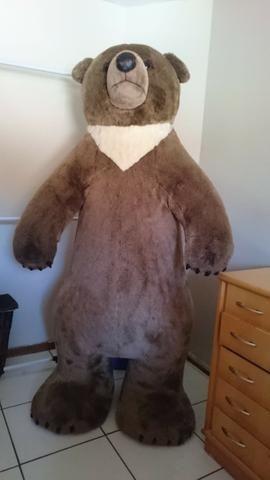 Urso de pelucia gigante 2,30x 1.10 de altura.