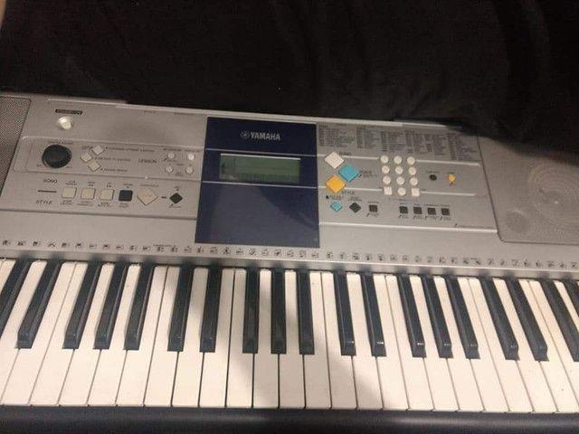 Teclado Yamaha E323