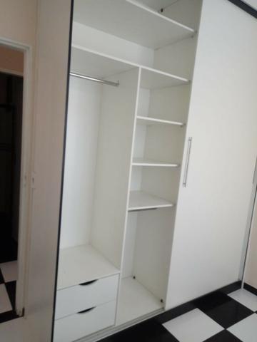 Apto. 1o andar, 2 qtos, sala, coz** armário, 2 banhos c/ box e armário, 1 vg - Foto 2