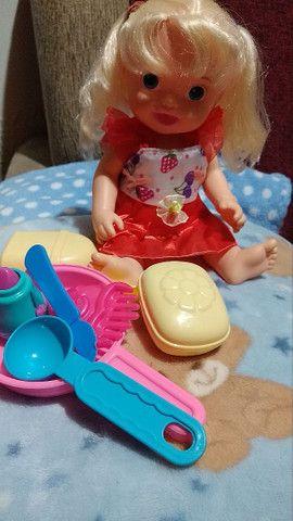 Uma boneca que fala e essas roupinhas usadas