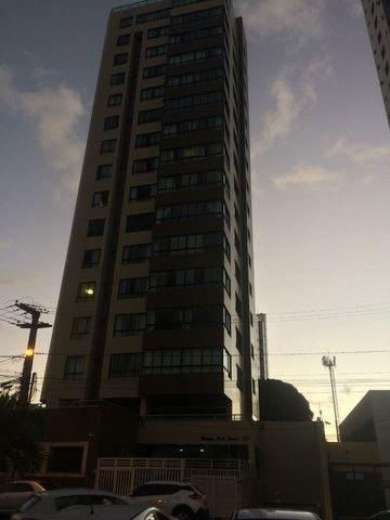 Apartamento 05 Suítes, 221,5m², um por andar em Miramar