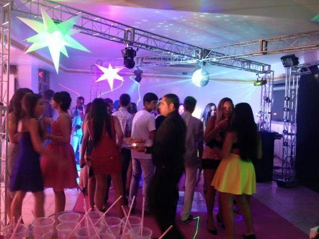 DJ, Som, Iluminação, Treliças, Telão, Chuva de Prata, entre outros, para Festas e Eventos
