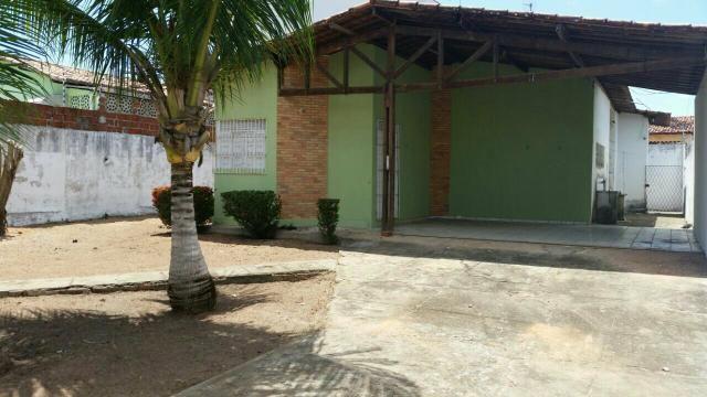 Casa em Nova Parnamirim, terreno de 450m2, 3/4 sendo 1 suíte por R$ 275.000,00
