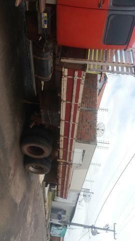 Vendo um caminhão MB 1519 carroceria 30.000