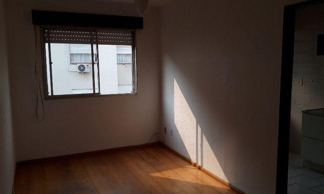 Apartamento para venda semimobiliado com 1 dormitório - direto com proprietário