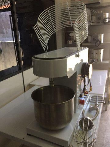 Batedeira industrial 12 litros / bolos - tortas / padarias - casa do bolo - Foto 5