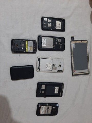 Celulares  para retiradas de componentes  e um lcd de tablete novo - Foto 2