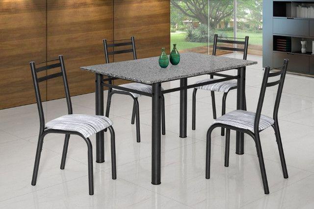 Mesa tampo de marmore e 4 cadeiras. - Foto 2