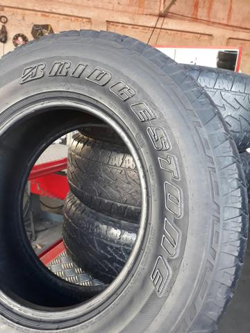 Jogo de pneus bridgestone 255/70 r16