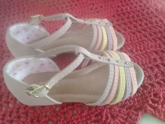 Vendo sandália infantil