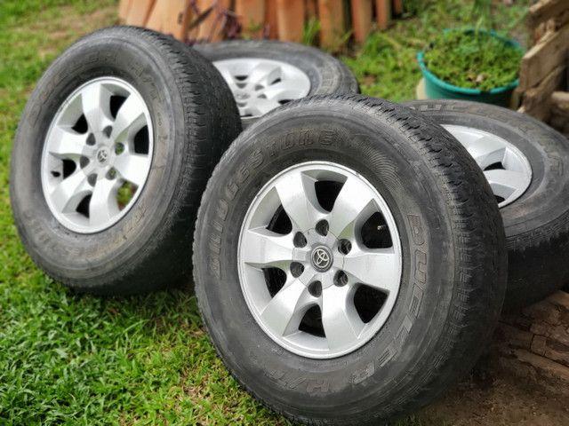 Rodas Hilux aro 16 com pneus - Foto 2