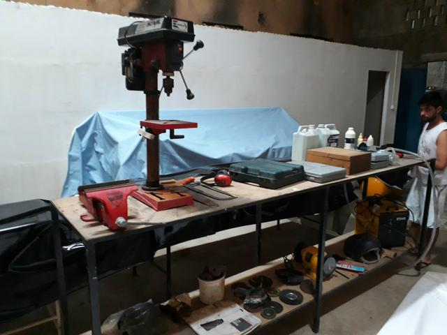 2 bancadas para ferramentas com 3 metros cada