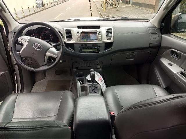 Toyota Hilux 3.0 SRV 4X4 CD 16v Turbo Itercooler, 171cv, cor prata, ano 2012 - Foto 9