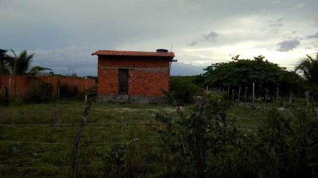 Vendo terreno com uma casa pequena dentro. Preço negociável! - Foto 4