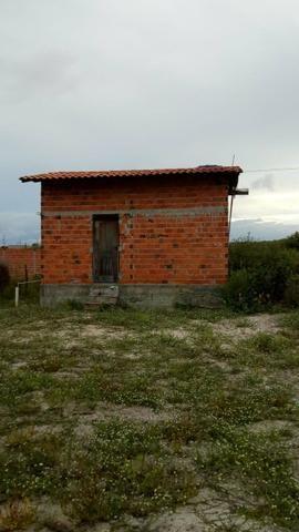 Vendo terreno com uma casa pequena dentro. Preço negociável! - Foto 5