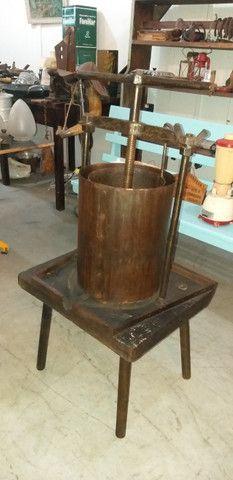 Antigo e grande prensador de torresmo, original, restaurado, completo, funcionando