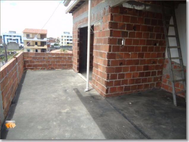 Casa semi acabada 2/4 2 vagas bem localizada em Itapuã