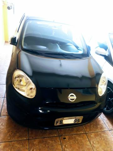 Nissan March completo ano 2011/2012