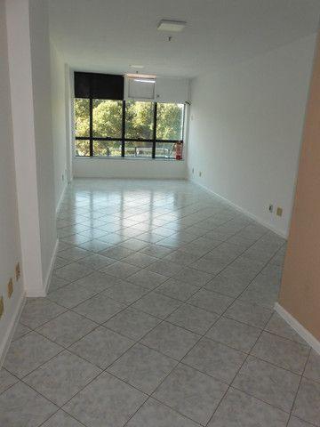 Excelente Sala de 30 m², Rua Otávio Carneiro, a 50 m do Campo de São Bento