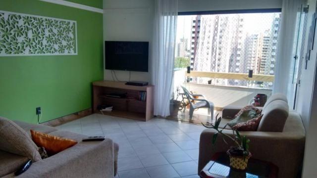 Apartamento reformado e bastante ventilado na Av. Francisco Porto