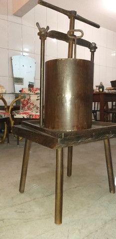 Antigo e grande prensador de torresmo, original, restaurado, completo, funcionando - Foto 6