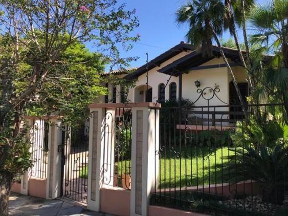 Casa para alugar com 3 dormitórios em , cod:I-024158