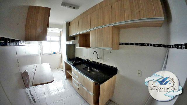 2 quartos com suíte, piso laminado e armários embutidos em Colina de Laranjeiras