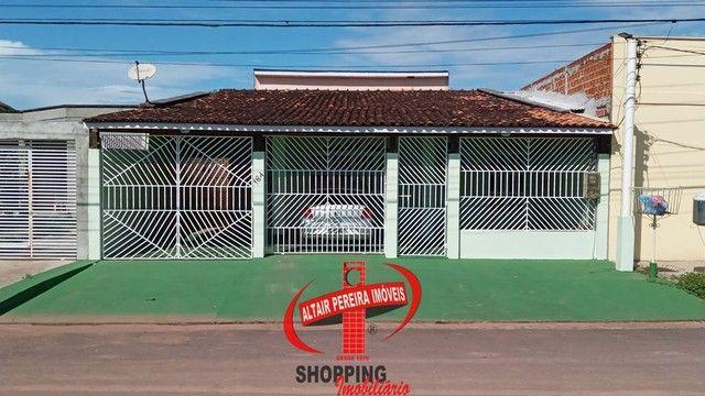 Casa contendo 03 quartos, 01suíte, para a venda no bairro Renascer, Macapá.