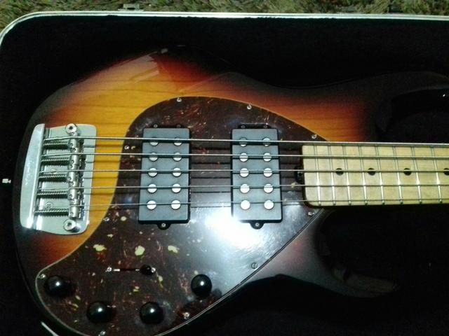 Baixo Music man HH 5 cordas com case original