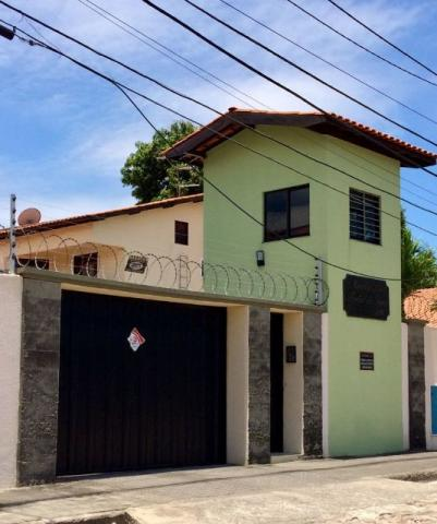 Casa em Condomínio Fechado, 4 Quartos (03 Suítes)